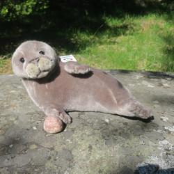 Pehmolelu Norppa, harmaa 30cm koko pyrstöstä selkää pitkin nenään 45cm
