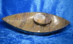 Fossiiliastia iso goniatiittimalja veneen mallinen, 45cm pitkä