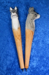 Kuivamustekynä: susi, puuta