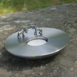 Tuikkualusta terästuikku jossa 2 liikuteltavaa magneettihirveä