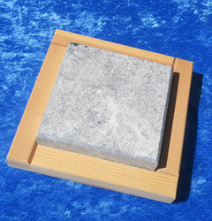 Kylmäkivi kuumakivi 10x10cm vuolukivi, puualustalla
