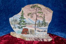 Pöytäkoriste: kivimurskalla dolomiittille taiteiltu talvinen maisemakuva 16x8x13cm