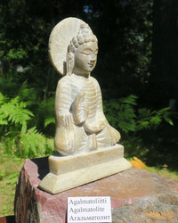 Kiviveistos Quan Yin agalmatoliitti korkeus 175mm pohja 123x52mm