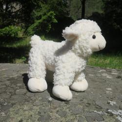 Pehmolelu lammas karitsa, seisova, turvasta häntään 23cm, korkeus 20cm
