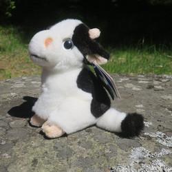 Pehmolelu lehmä Friisiläinen 18cm mustavalkoinen sarvipää, isot silmät