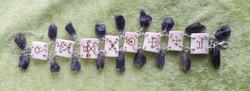 Rannekoru ametisti ja polttokaiverrettu poronluu 18-23cm 925-hopea.Tua