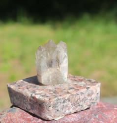 Vuorikidesykerö graniittialustalla 21g korkeus 3cm nro GVN