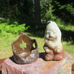 Kynttilä maahinen 10cm ja kynttilänalusta kanto keramiikkaa