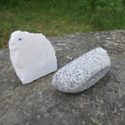 Purjevene Graniittia, purje valkoista kimaltelevaa marmoria