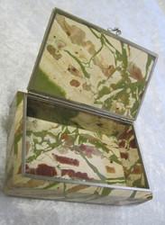 Rasia: Jaspisrasia f, kansi saranalla, ulkomitat 11x7x4cm
