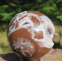 Kivipallo ametisti ja jaspis 515g 70mm, kideonkaloita