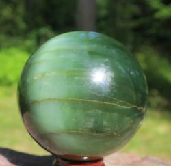 Kivipallo nefriitti 450g 60mm Harvinainen iridisointi. Katso video