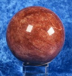 Aventuriinipallo punainen 670g 7,3cm kivipallo