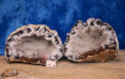 Akaatti: akaattigeodi (pari), n. 6cm, jossa molemmat puoliskot(a)