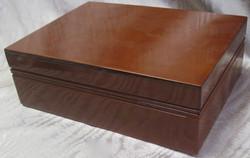 Korulipas: puinen ruskea, sisältä rosa, lev 24cm, syv 18cm, kork 8cm