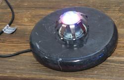 Led-valo, väriä vaihtava kivilampun alusta ja sähköjohto