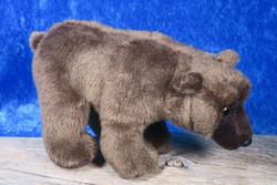 Pehmolelu Karhu 24cm kuonosta häntään säkäkorkeus 12cm