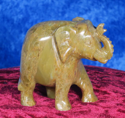 Kiviveistos Elefantti 307g  agalmatoliitti kivinorsu