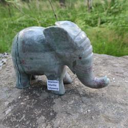 Kivieläin Elefantti, marmorinorsu, paino 2550g