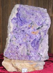 Tsharoiitti siivu 9x11cm marmorialustalla 475g