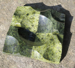 Tuhkakuppi Serpentiini, kaksivärinen kivituhkakuppi
