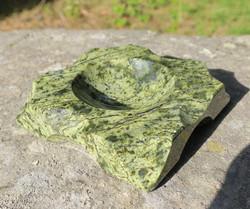 Tuhkakuppi Serpentiini kivituhkakuppi