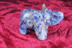 Kivieläin: Elefantti, sinikvartsinorsu