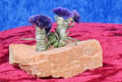 Koristekivi: Maasälpä, jossa violetteja kukkia