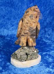 Kivieläin Pöllö Bauksiitti kivipöllö pyriitillä, nokka sinikvartsia
