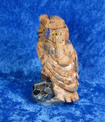 Kivieveistos Pöllö Bauksiitti kivilintu pyriitillä, nokka sinikvartsia