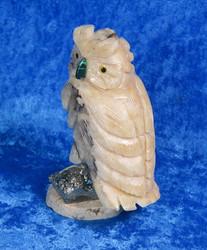 Kiviveistos Pöllö kalsiitti kivipöllö lintu pyriitillä malakiittinokka