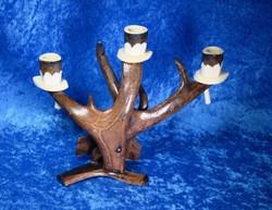 Kynttelikkö: poronsarvea, kaiverrettu kuvia