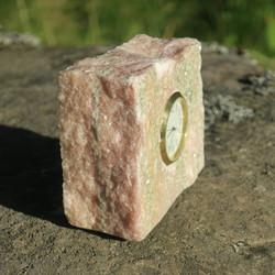 Pöytäkello marmori punavihreä lohkopala D