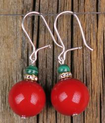 Korvakorut: Helmiäinen 12mm joulunpunainen ja malakiitti, zirkonikoristein