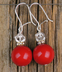 Korvakorut helmiäinen12mm punainen ja vuorikidekuutio zirkonikoristein