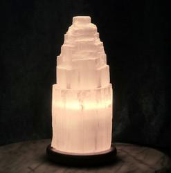 Kivilamppu Seleniittilamppu vuori, puujalustalla n.20cm