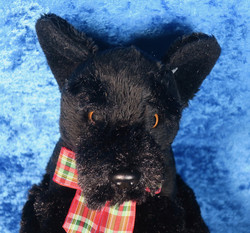 Pehmolelu Skotlanninterrieri, musta 15cm istuva koira