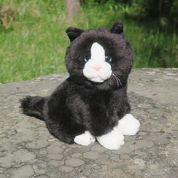 Pehmolelu kissa mustavalkoinen istuva 20cm