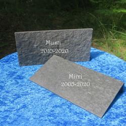Hautakivi lemmikille, L-mallinen lattialaatasta tehty muistokivi