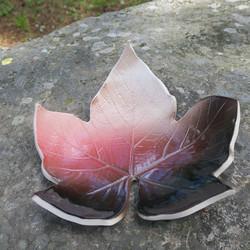 Lautanen Lehti punaruskea 20cm, keramiikkaa