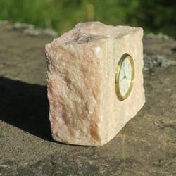 Pöytäkello marmori punavihreä lohkopala M9