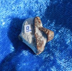 Stauroliitti 4g 20x18mm ristikivi on vanha amulettikivi nro9