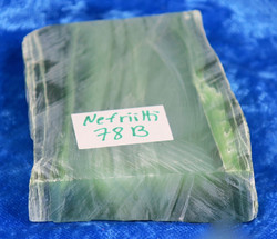 Nefriitti siivu 153g 80x50x15mm nro Hi78b