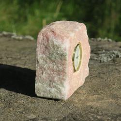 Pöytäkello marmori punavihreä raakapala M7