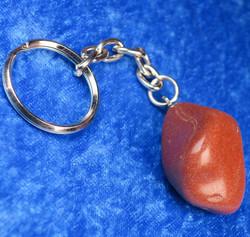 Avaimenperä punainen jaspis iso rumpuhiottu