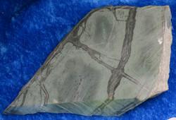 Tinguaiitti 176g raaka ja sahapinta harvinainen Khibini Venäjä Hi109b