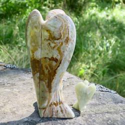 Onyksmarmori enkeli vaaleanvihreä 117g 78mm Pakistan ons2