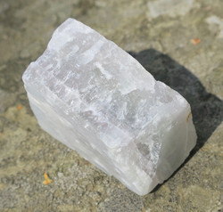fluoriitti raaka vaalea 125,2g 54x40x26mm Madagaskar