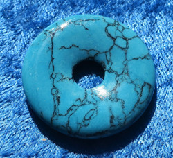 Riipus magnesiitti turkoosivärjätty kividonitsi 35mm