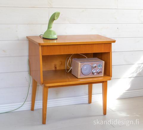 Radiopöytä / sivupöytä 1950-luvulta